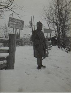 Quarantäneposten in Perehinsko, die bewachten Zivilhäuser sind vom Fleckfieber befallen, Perehinsko Februar 1916
