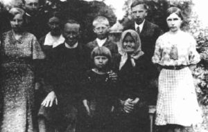 the-bandera-family-in-1935-stefan-is-second-from-the-right